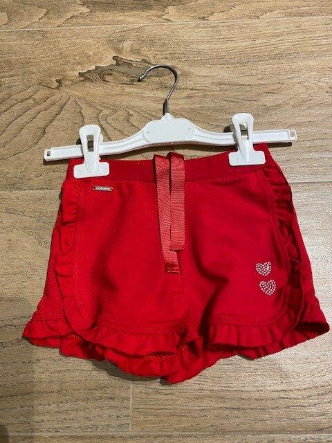 short rood meisje